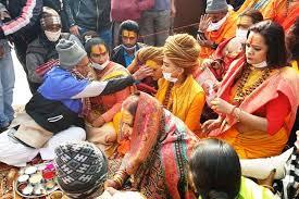 Prayagraj - Kinnar Akhada performed Ganga Puja